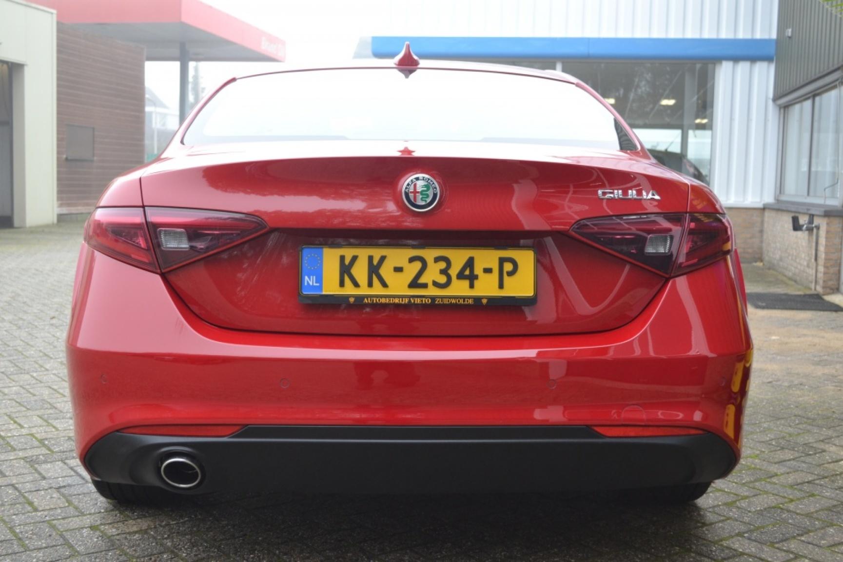Alfa Romeo-Giulia-5